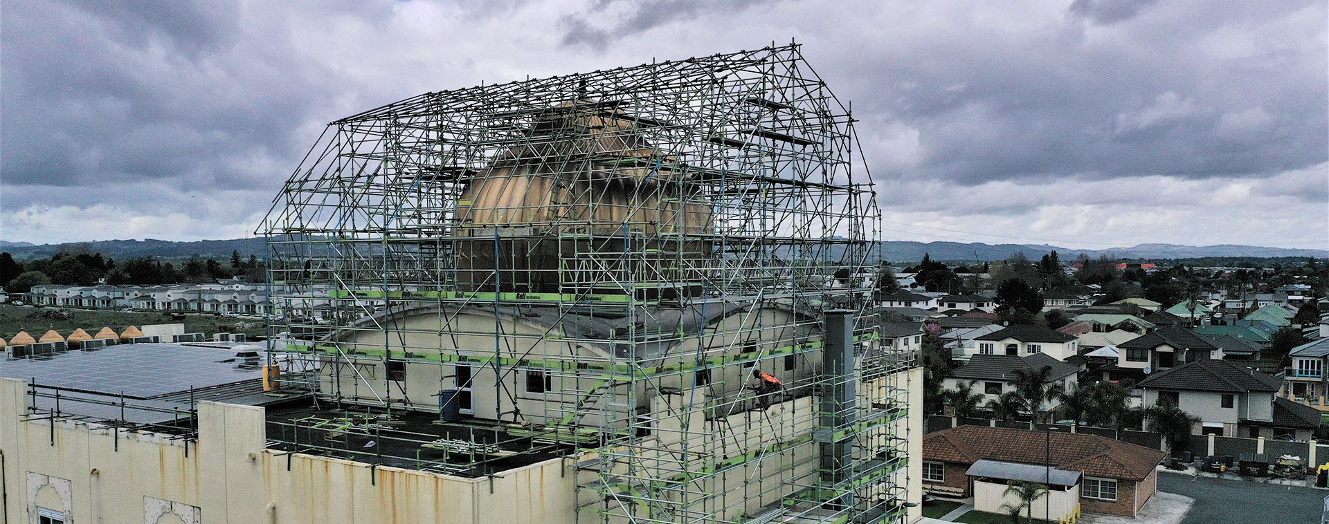 Takanini Mosque Shrinkwrap - Bell Scaffolding - High-end Commercial and Light Industrial Scaffolders